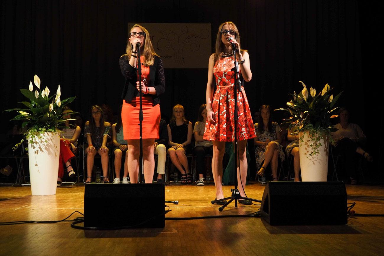 Lezioni di canto collettive per adolescenti da 11 a 19 anni