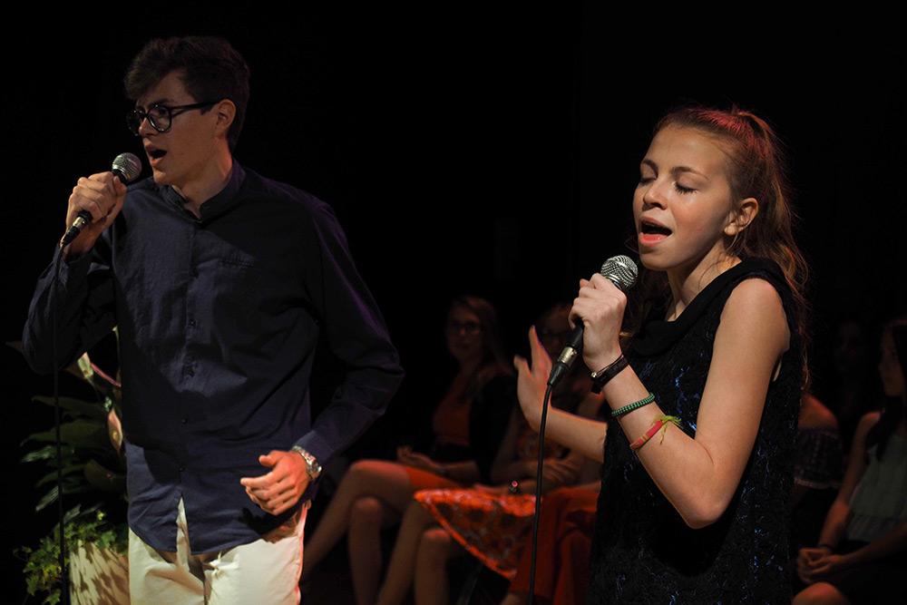Lezioni-di-canto-collettive-per-adolescenti